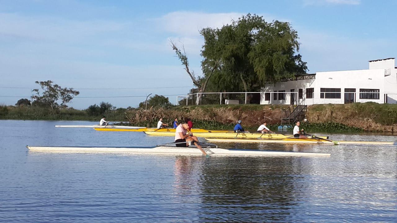 grupo botes en el agua
